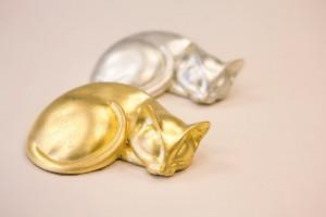 chats dorés à la feuille